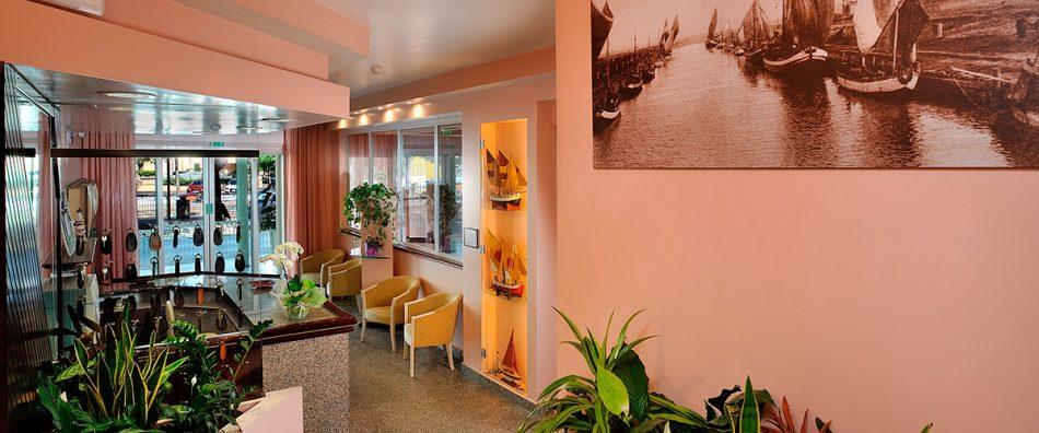 Consulta il listino prezzi dell 39 hotel marilena di for Hotel amati riccione prezzi