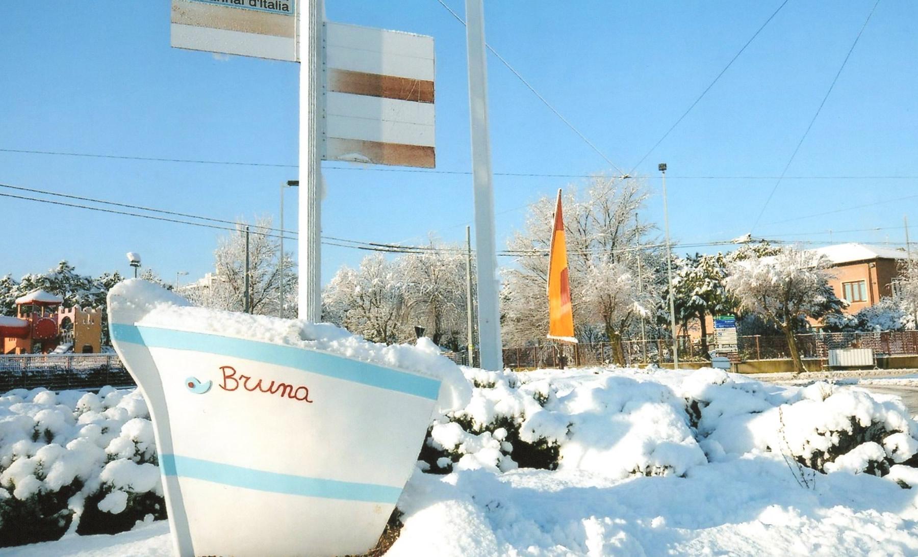 Il piccolo monumento che raffigura la prua e la vela della nostra barca naufragatail 17gennaio 192